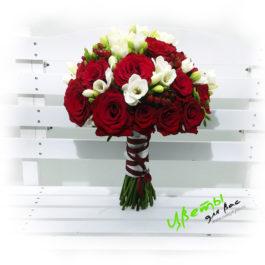 Состав: розы алые 20шт