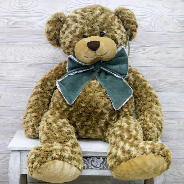 Большой медведь с бантом