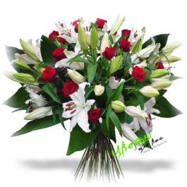 Состав: Торжественный и шикарный букет из 10 белых лилий и 25 алых роз сорта гран-при