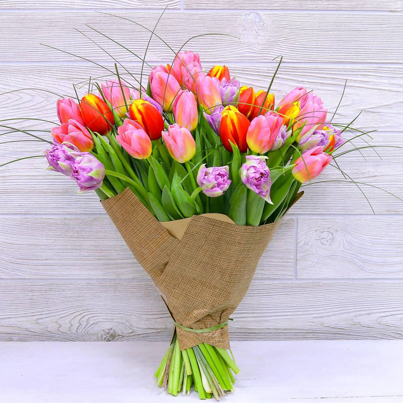 фото простого букета с тюльпанами созданием этого