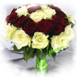Состав: роза белая и красная 35 шт.