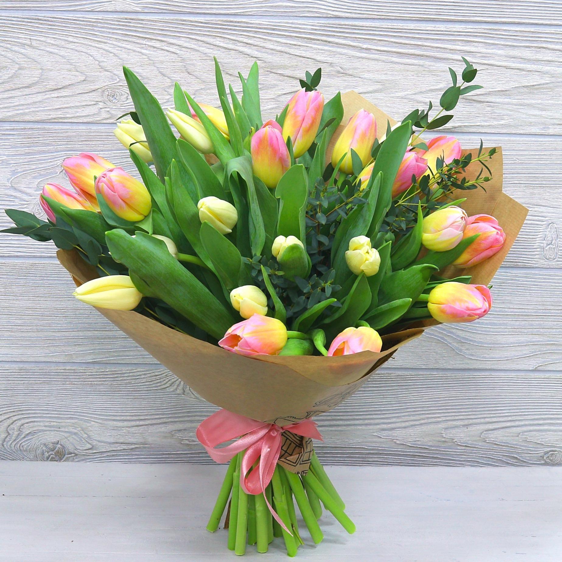 Растений экзотика, букет из 40 тюльпанов фото